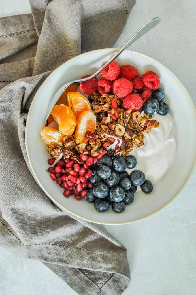 granola recipe with yogurt, and fruit