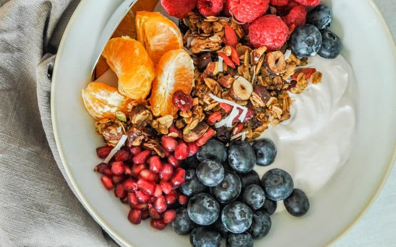 granola recipe with yogurt, and fruit