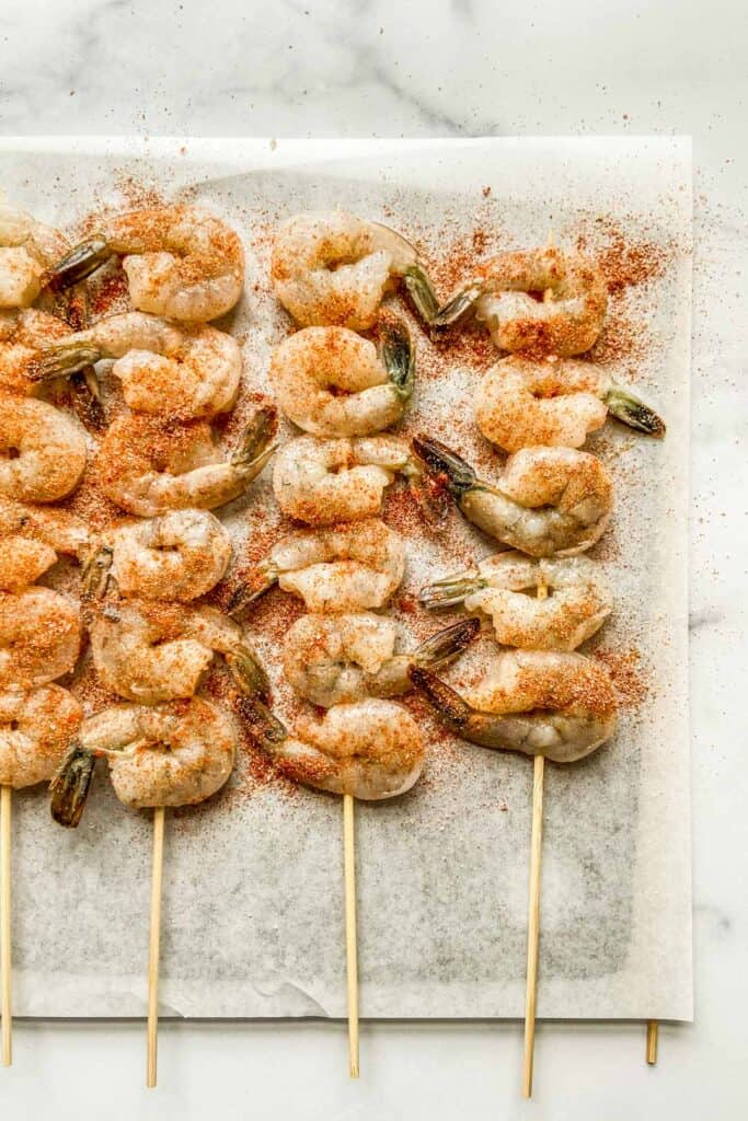 Shrimp on skewers topped with spices.